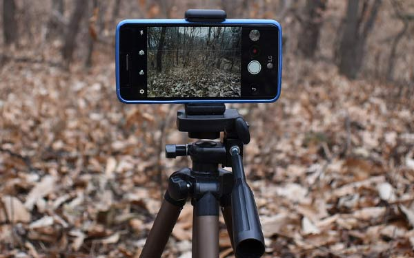 How to take good pictures with a phone using a tripod for stability